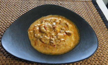 Ινδικό κοτόπουλο με κάρυ και γιαούρτι