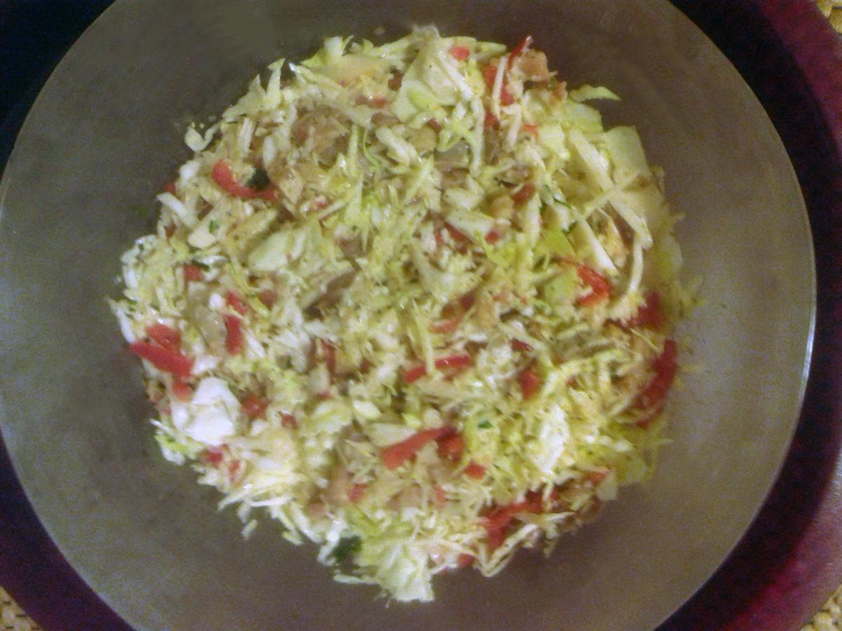 Σαλάτα με λάχανο και καπνιστή ρέγκα