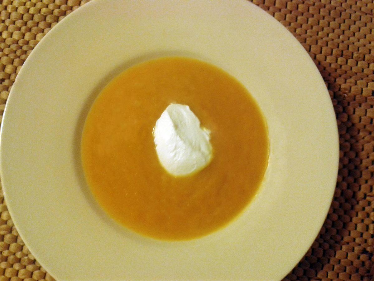 Σούπα κολοκύθας με γλυκοπατάτα και γιαούρτι