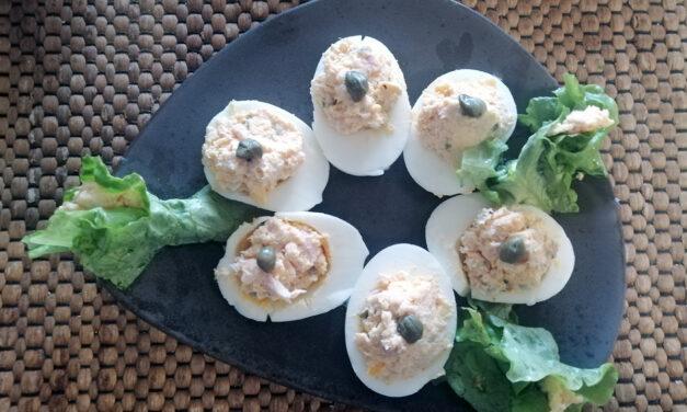 Βραστά αβγά με καπνιστή πέστροφα